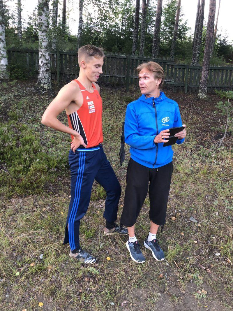 Pm-kävelyt PyU:n juhlaa – Jimi Huuho 3-loikkasi lähes 14 metriä