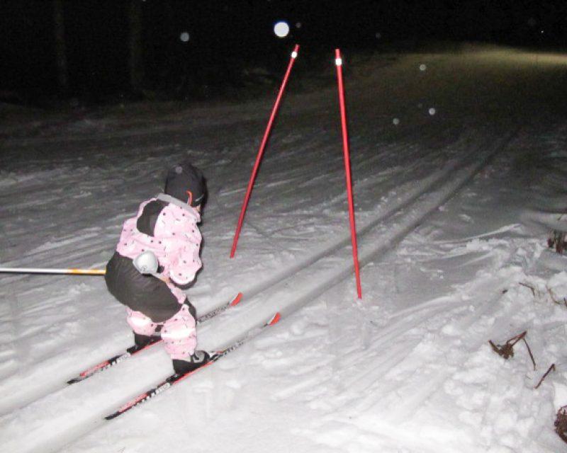 Ilmainen hiihtokoulu perheen pienimmille